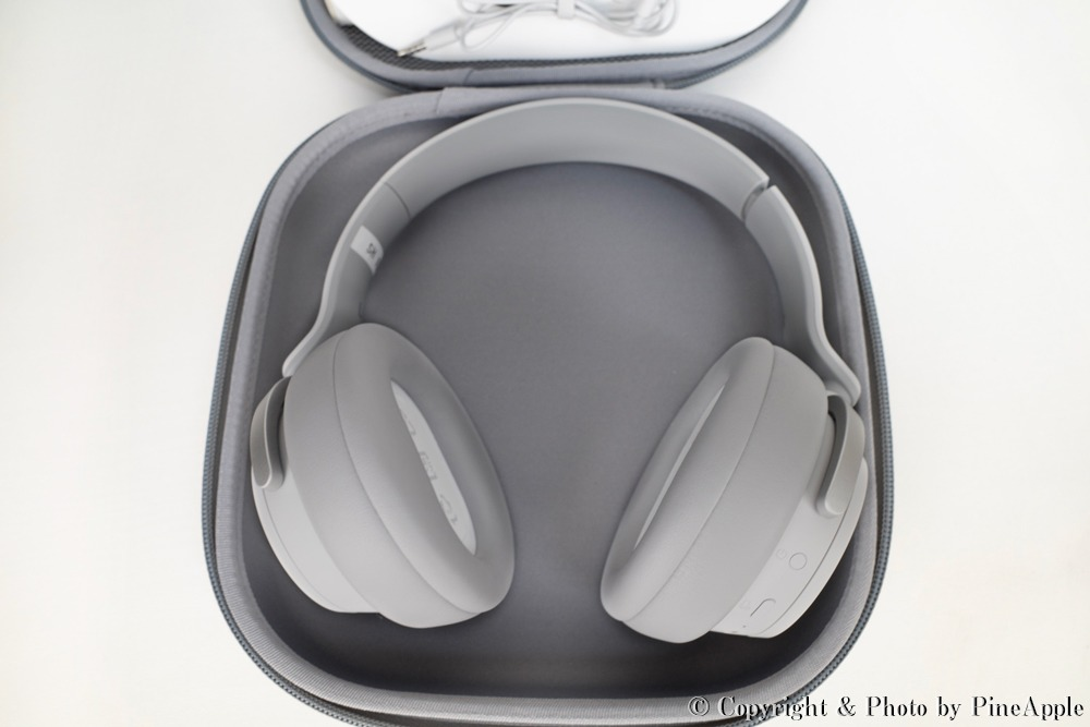 Surface Headphones:ケース