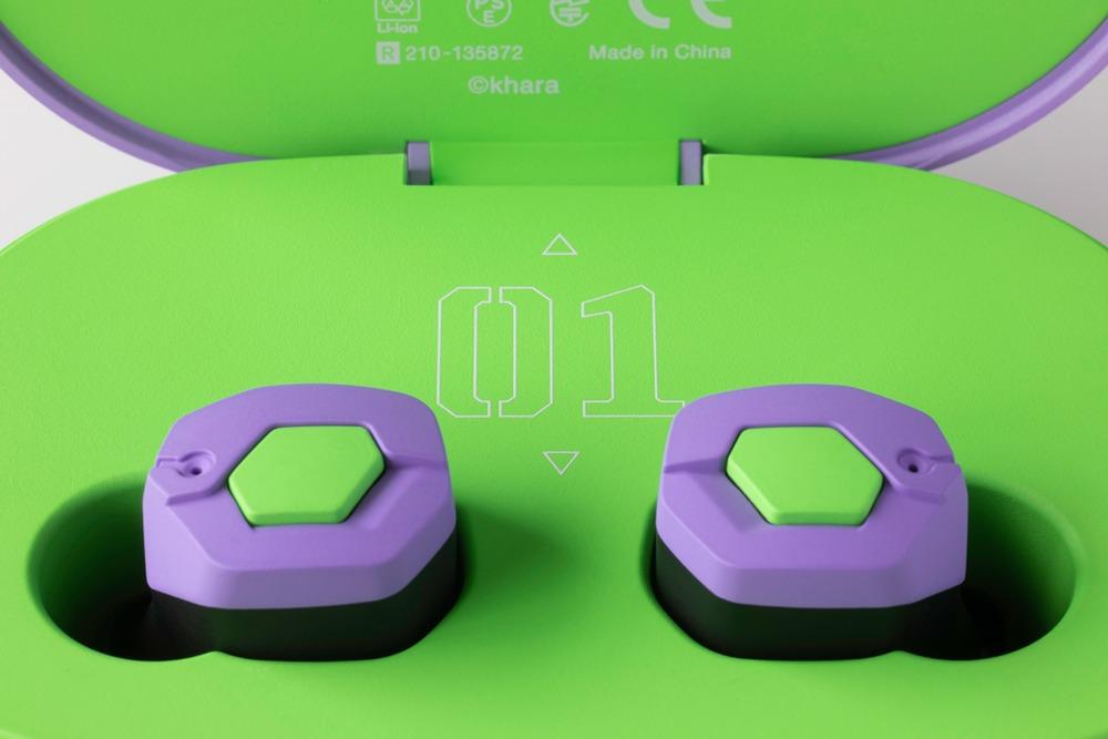 EVA2020 × final 完全ワイヤレスイヤフォン:エヴァの胸や肩の装甲を感じさせるデザイン