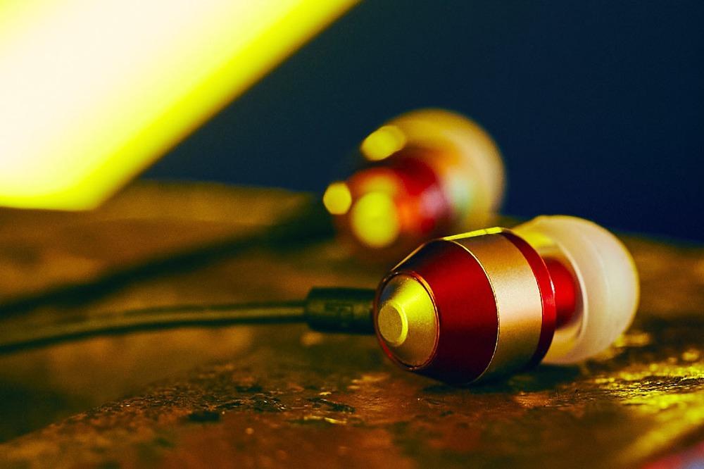 #ピヤホンで聴こう x「リミテッドレッド」(レッド × ゴールド)